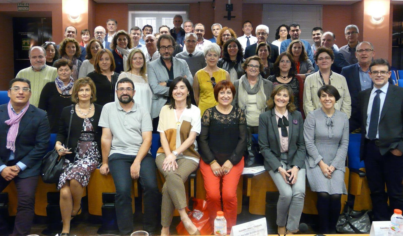 Editores universitarios, en la clausura de la Asamblea General de la UNE 2015 / Rosa de Bustos