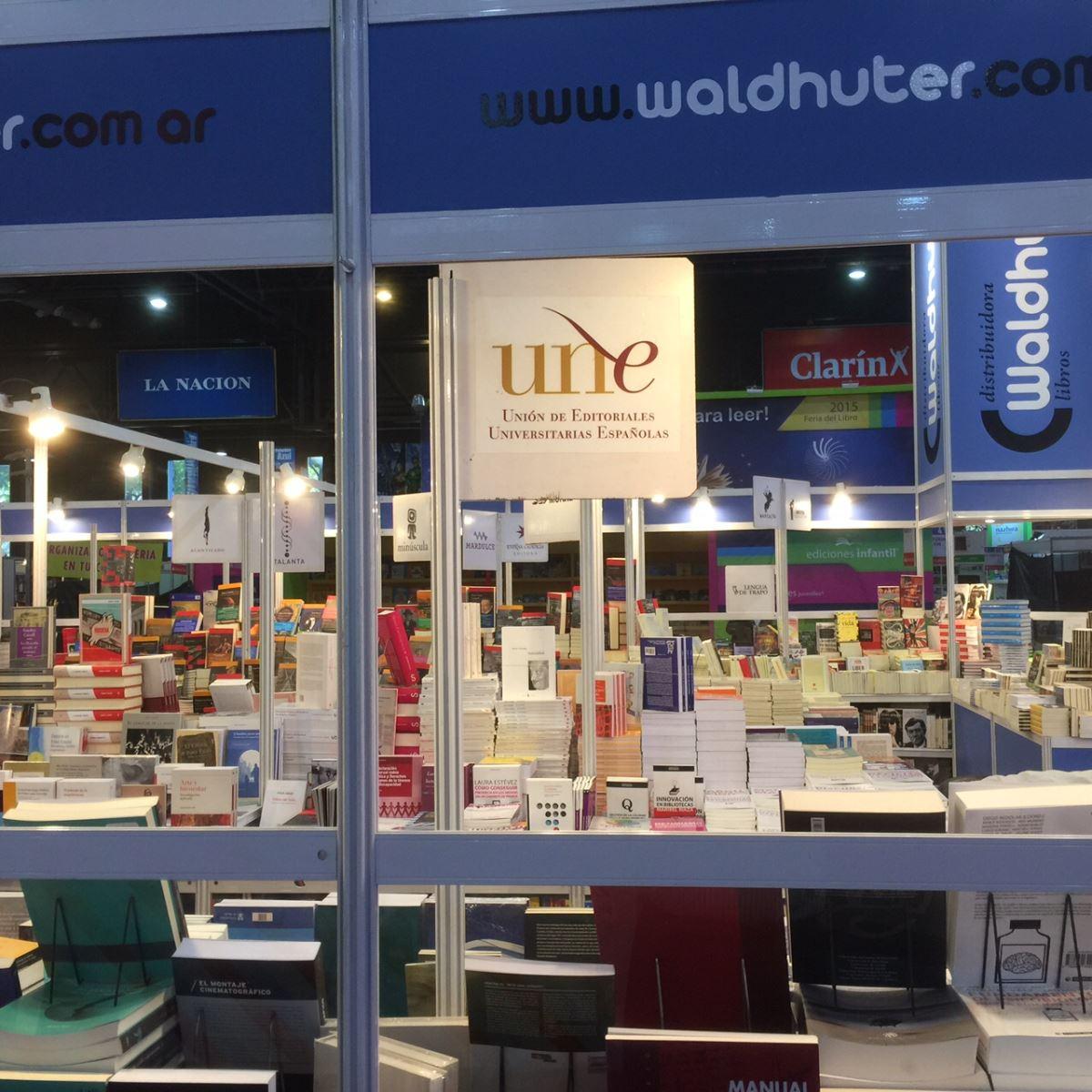 Imagen del stand de la UNE en una de las pasadas ediciones de la Feria del Libro de Buenos Aires