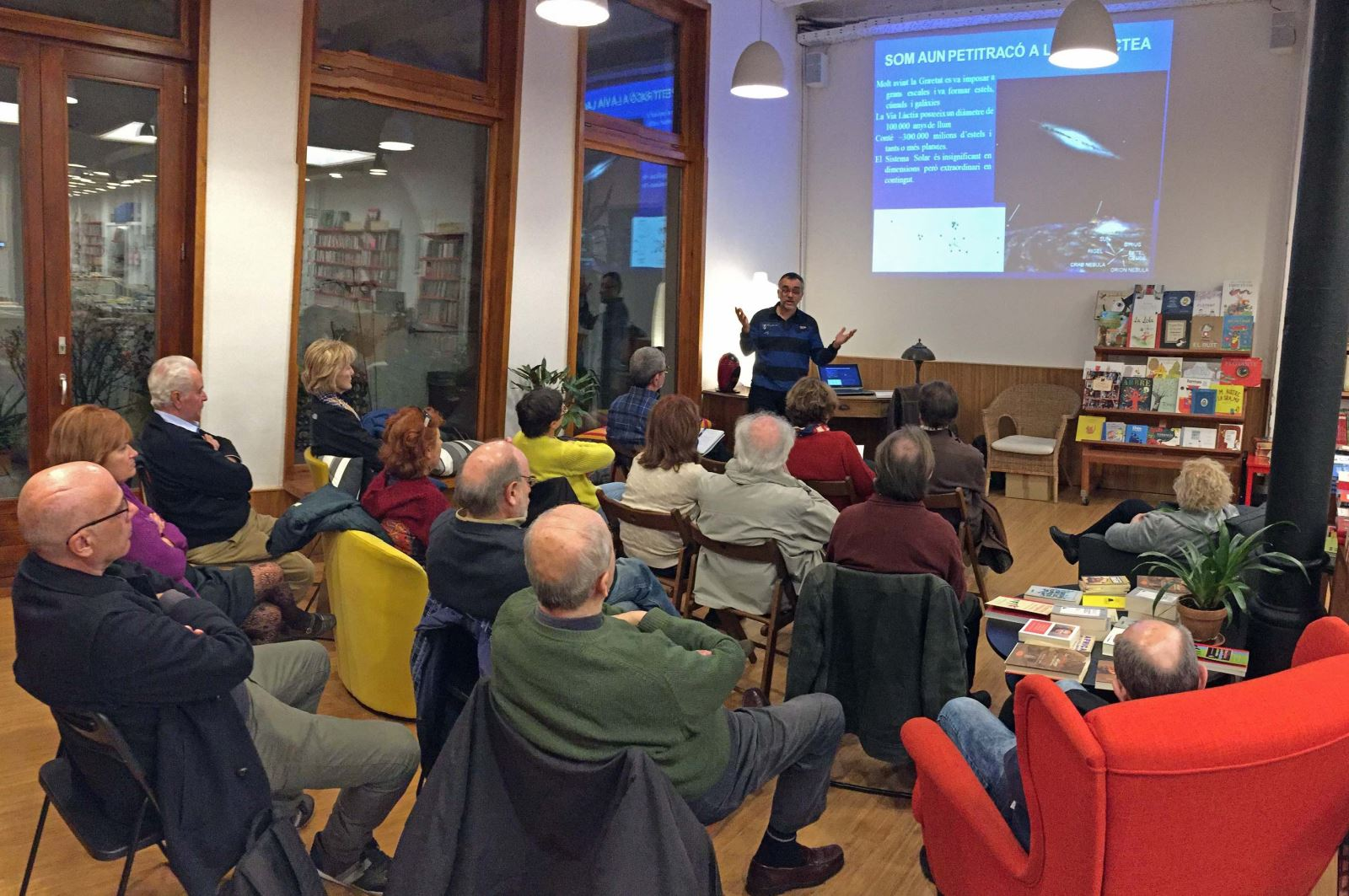 """Conferencia """"¿Es la vida patrimonio único de la Tierra?"""", basada en el libro """"Las raíces cósmicas de la vida"""", del científico Josep M. Trigo / UAB"""