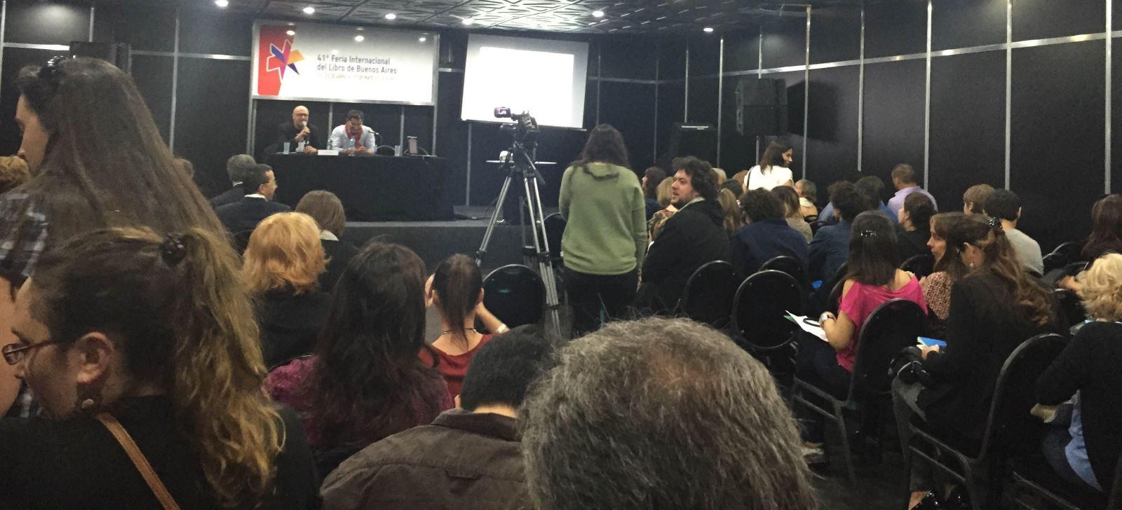 to de la Sala Francisco Gabilondo Soler en la que se celebraron las Jornadas de Edición Universitaria, durante la intervención de Lluís Pastor. / Foto: Jorge Waldhuter.