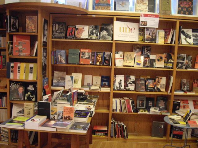 Une noticias exposici n de libros de la une sobre cine iberoamericano en la librer a juan - Libreria universitaria madrid ...