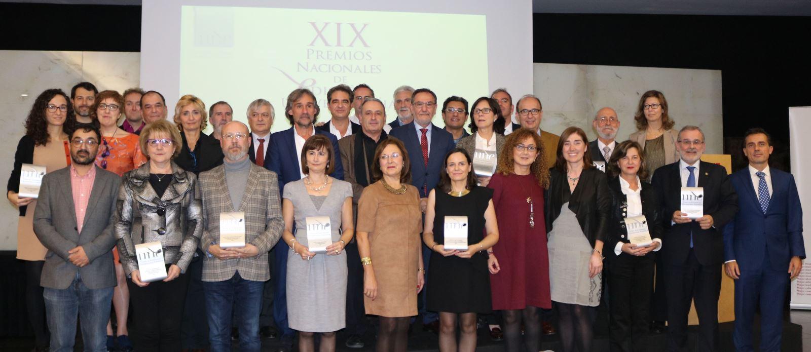 Foto de familia de los Premios Nacionales de Edición Universitaria 2016 / Rosa de Bustos