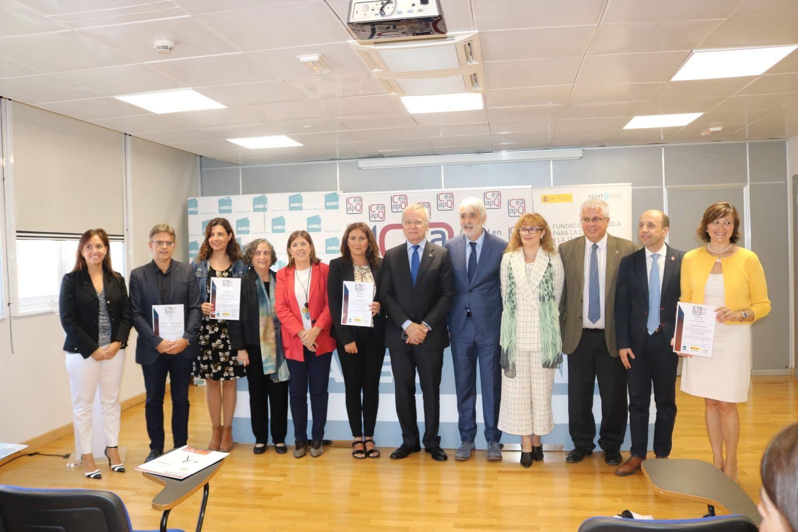 Entrega de los certificados de la 3ª convocatoria del sello CEA-APQ (Octubre, 2019) / Rosa de Bustos