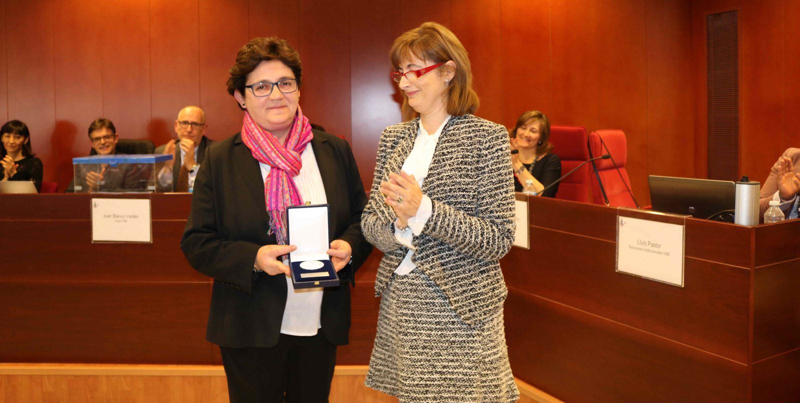 Medalla de Honor de la UNE a Inmaculada Delgado