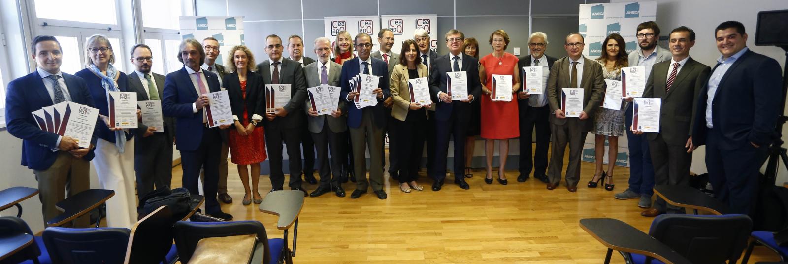Entrega de los certificados de la 1ª convocatoria del sello CEA-APQ (septiembre, 2017)