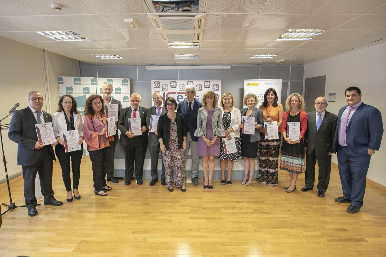 Entregados los certificados del sello de calidad en edición académica CEA-APQ, obtenidos en la convocatoria de 2018 / Rodrigo Mena Ruiz