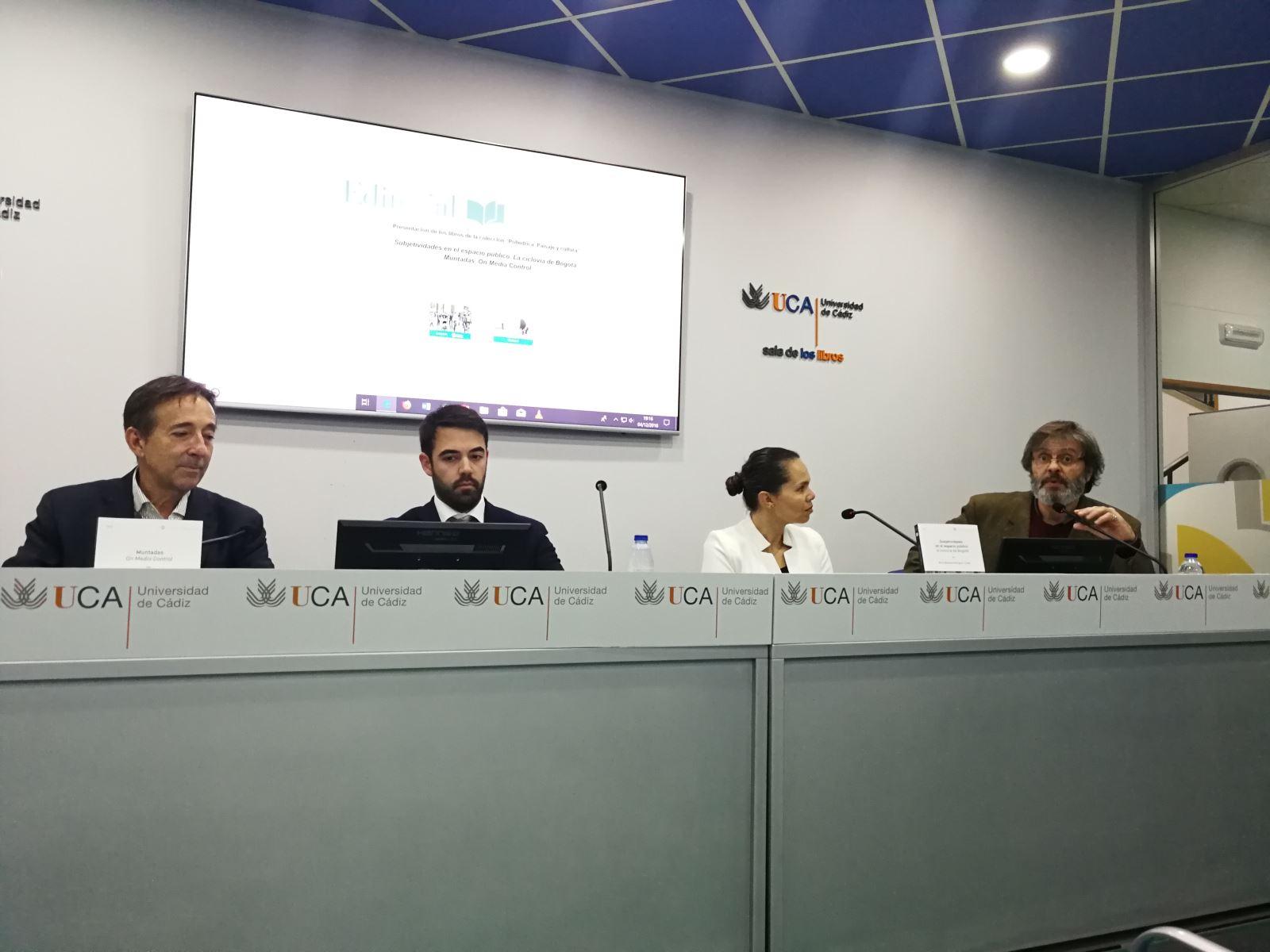 """Editorial UCA ha presentado """"Subjetividades en el espacio público. La ciclovía de Bogotá"""" y """"Muntadas. On Media Control"""""""